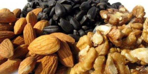 Какие орехи можно есть кормящим мамам?