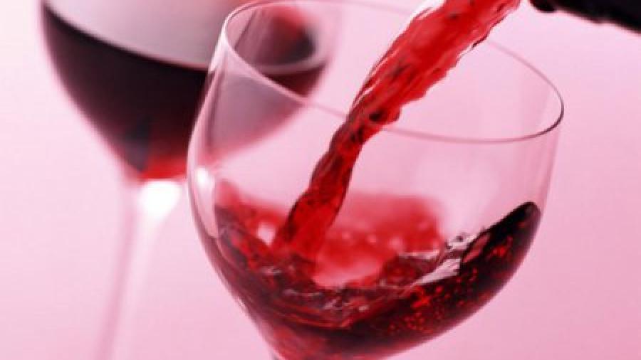 Можно ли кормящей маме пить красное вино?