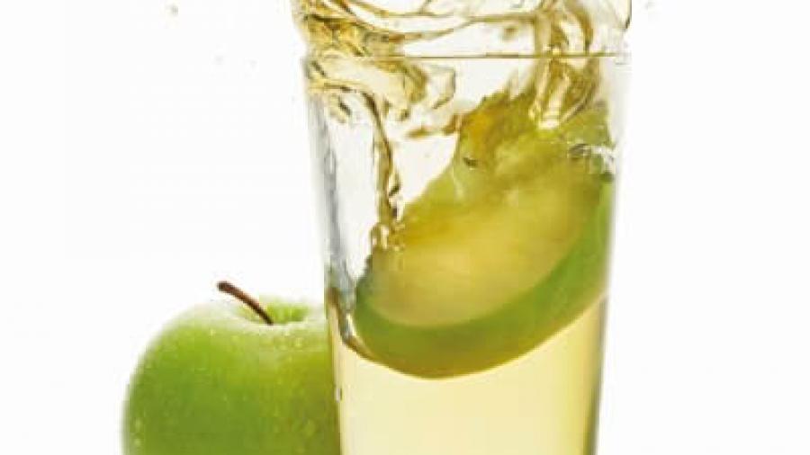 Можно ли кормящей маме яблочный сок?
