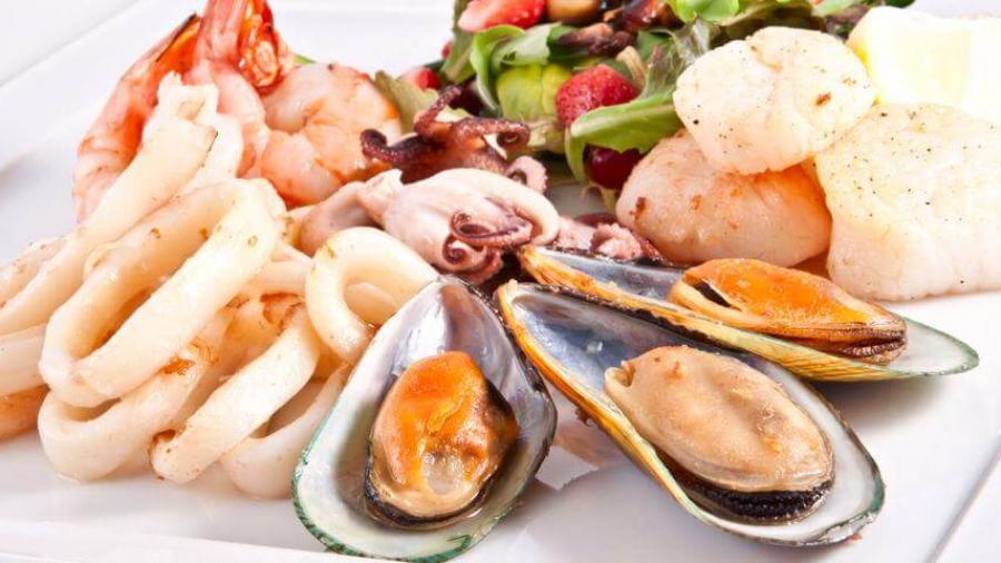 Можно ли кормящей маме морепродукты?