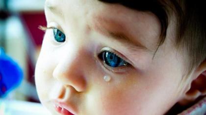 Гноится глаз у грудного ребенка