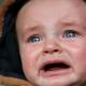 Как успокоить ребенка грудного когда он плачет
